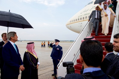 Secretary_Kerry_Greets_Saudi_King_Salman_As_He_Arrives_At_Andrews_Air_Force_Base_Before_Meeting_With_President_Obama_(20936727868)